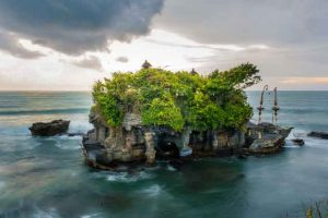 Tanah-Lot-the-10-best-bali-beaches-vdiscovery-arvinovoyage