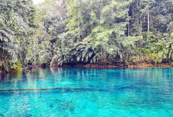 Labuan-Cermin-Lake-East-Kalimantan-snorkeling-for-beginners-in-indonesia-top-31-destinations-that-will-blow-you-away-vdiscovery-arvinovoyage