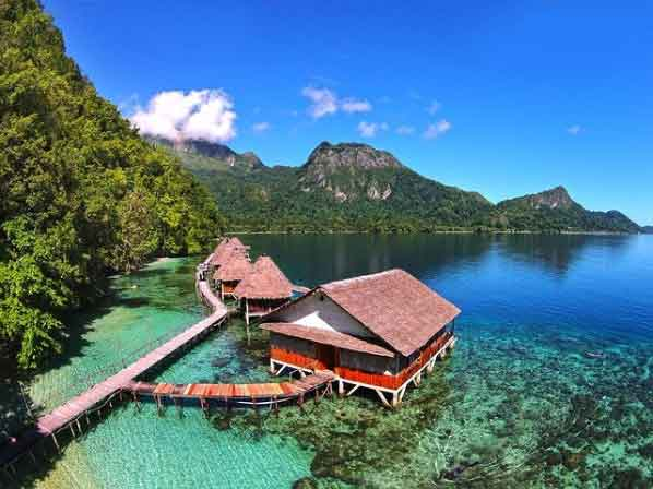 Ora-Beach-Seram-Island-snorkeling-for-beginners-in-indonesia-top-31-destinations-that-will-blow-you-away-vdiscovery-arvinovoyage