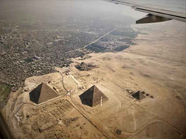 Great-Pyramid-of-Giza-this-great-magnificent-building-turns-out-to-be-an-ancient-tomb-vdiscovery-arvinovoyage